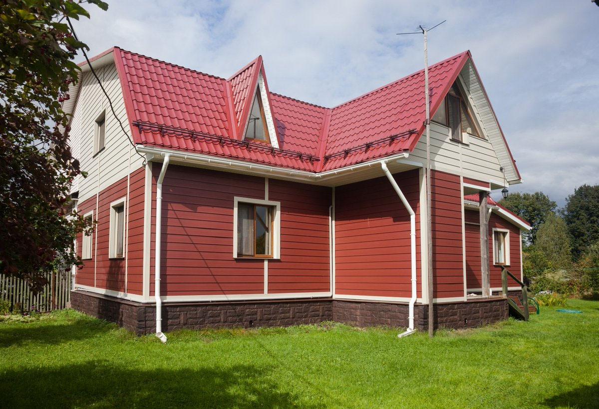 Бордовый фасад – активный и жизнерадостный