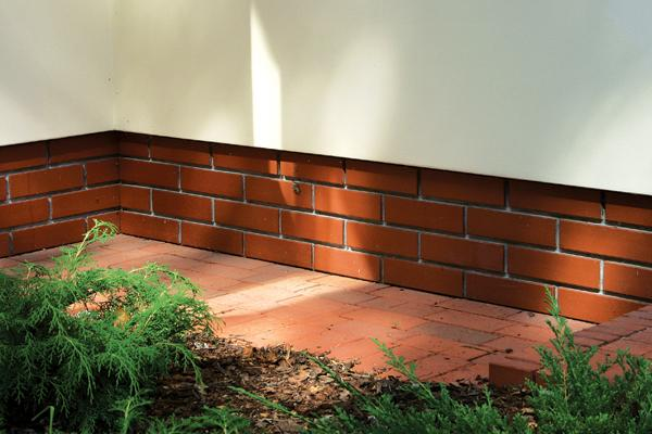 облицовка цоколя дома клинкерной плиткой фото №1-1