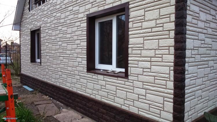 Отделка дома фасадными панелями - камень белый маркет-стройк.